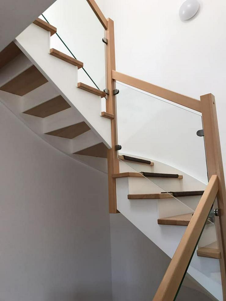Bild 2: Holztreppen