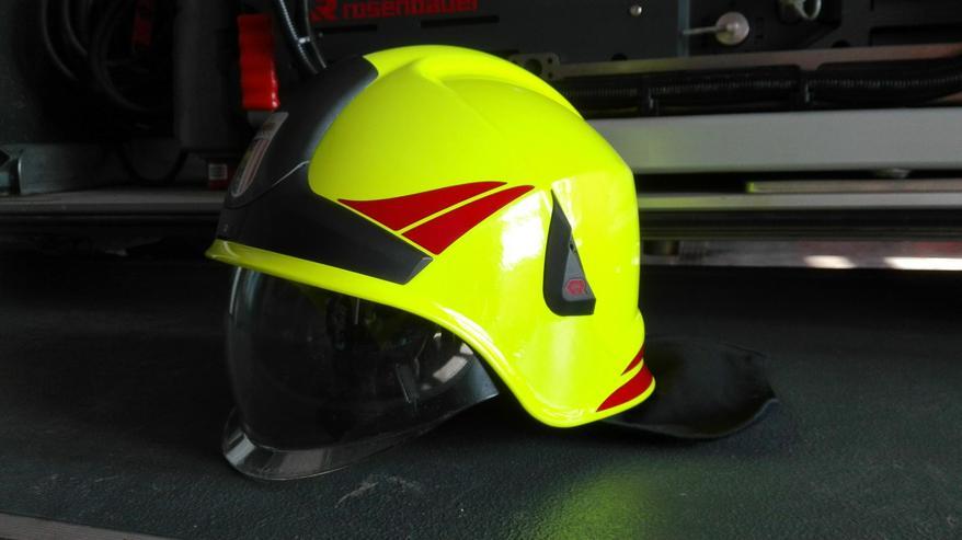 Bild 3: Feuerwehrhelme