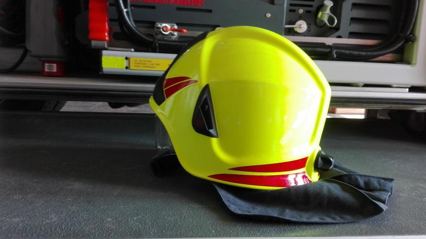 Bild 4: Feuerwehrhelme
