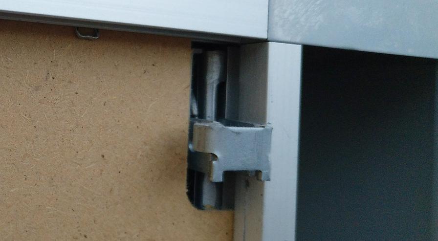 Bild 3: Spiegelschrank mit 2 Türen und Licht sehr günstig abzugeben