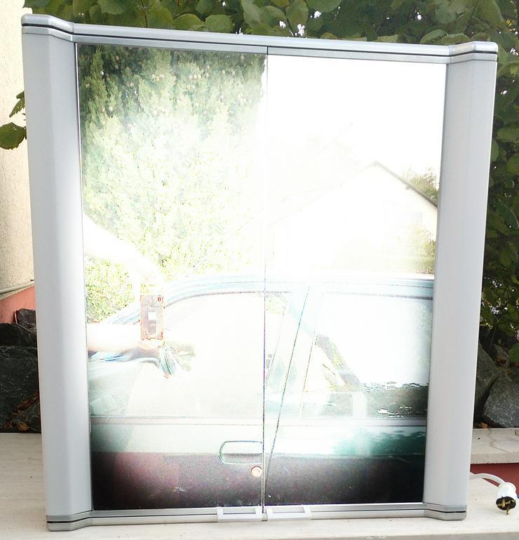 Spiegelschrank mit 2 Türen und Licht sehr günstig abzugeben  - Schränke & Regale - Bild 1