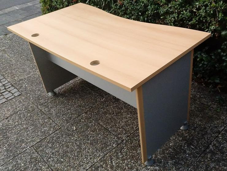 Schreibtisch mit ausziehbarer Tastatur- und Maus-Ablage - Schreibtische & Computertische - Bild 1