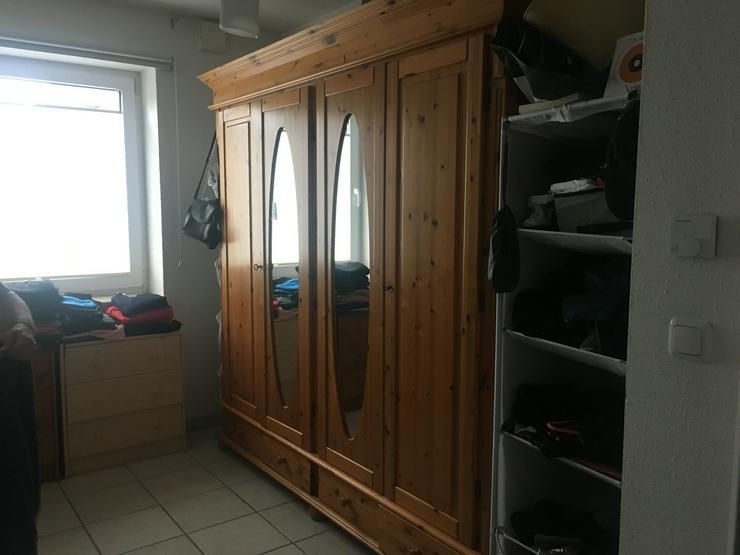 Bild 2: Schöner und massiver Holzschlafzimmerschrank