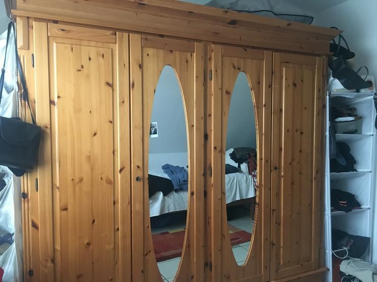 Bild 3: Schöner und massiver Holzschlafzimmerschrank