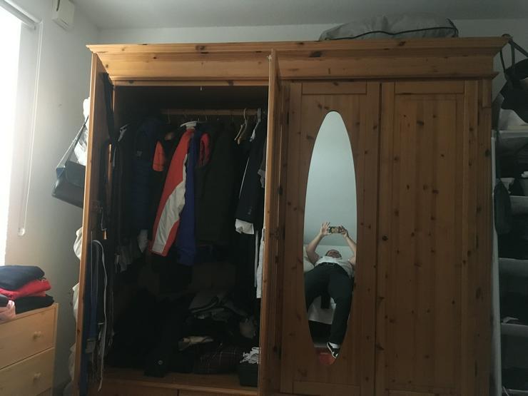 Bild 4: Schöner und massiver Holzschlafzimmerschrank