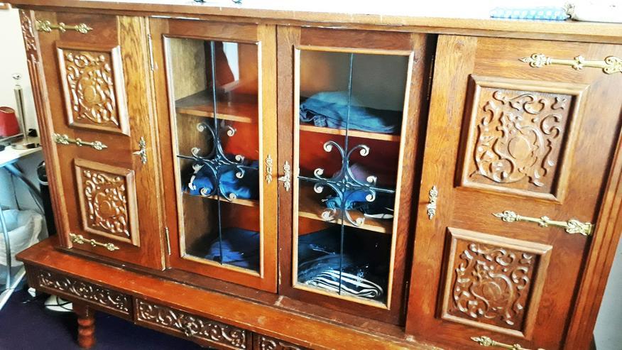 Bild 2: Vitrinenschrank - Stilmöbel