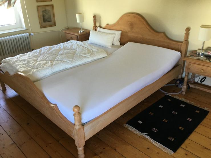 Masiv Doppelbett incl. 2 Nachttischen und Comode