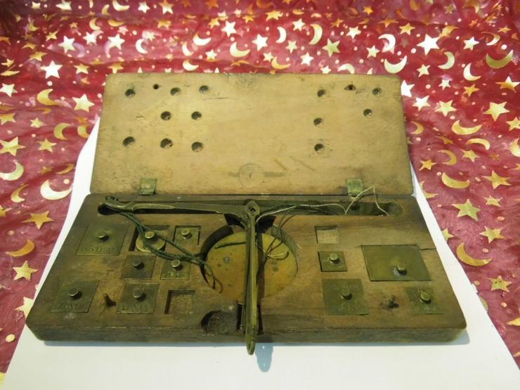 Bild 6: Antike Gold - und Münzwaage um 1820 / vormetrische Taschenwaage