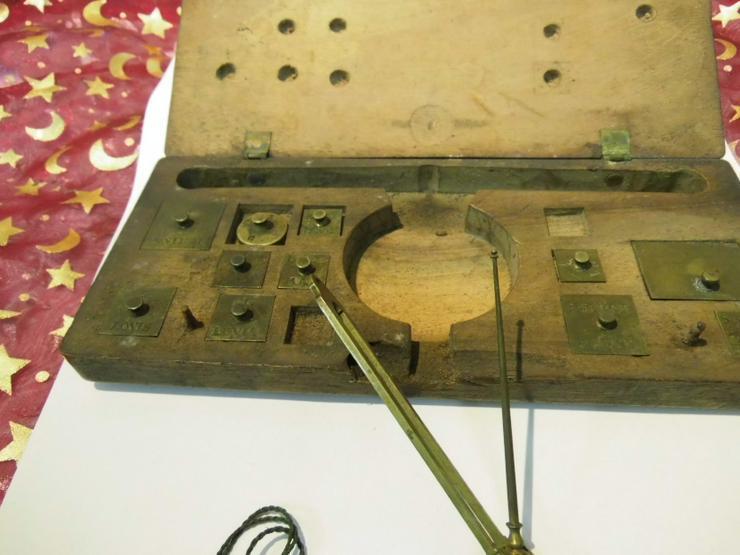 Bild 3: Antike Gold - und Münzwaage um 1820 / vormetrische Taschenwaage / Frankreich