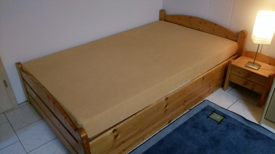 Massives Kieferbett 120 x 200 cm / Nachtkästchen passend