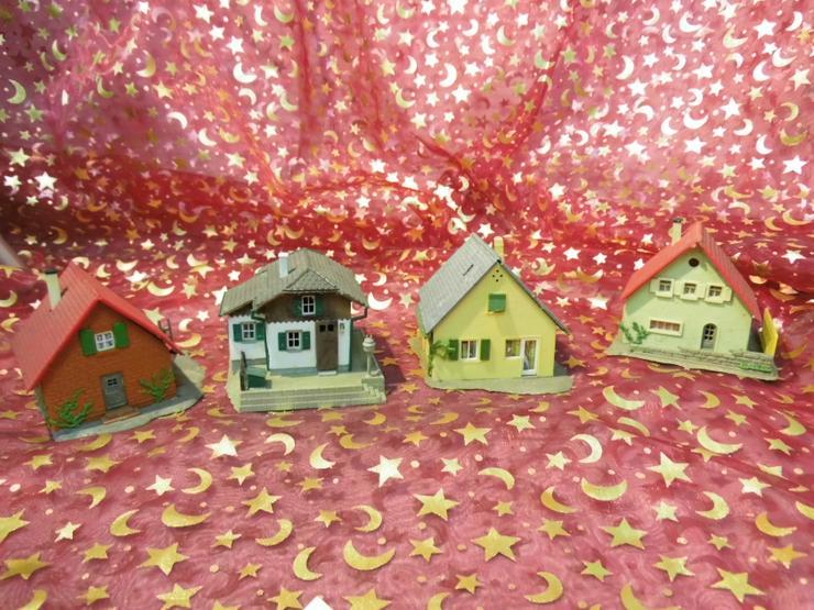 4 Gebäude Modellbahn Spur TT / Faller, Kibri / verschiedene Einfamilienhäuser
