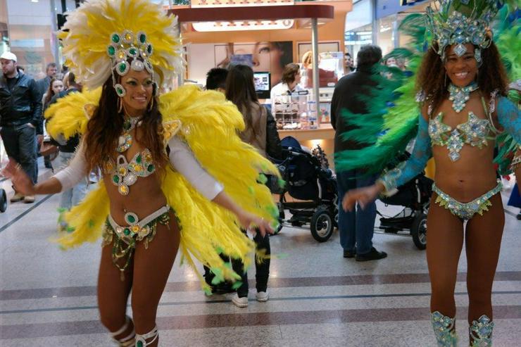 Brasilianische Sambatänzerin - Brasil- & Sambashow für Ihren Event mieten
