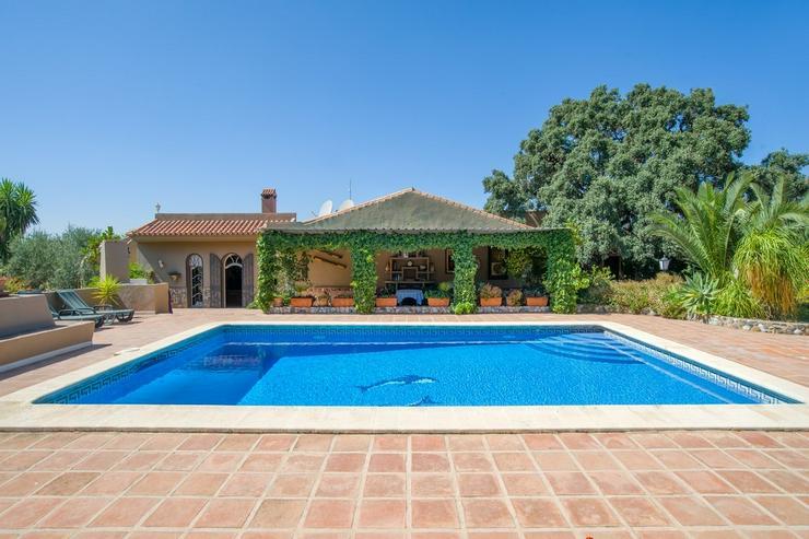 Bild 2: Finca 4600 qm Grundstück mit 2 Häuser und 2 Apartments zu verkaufen