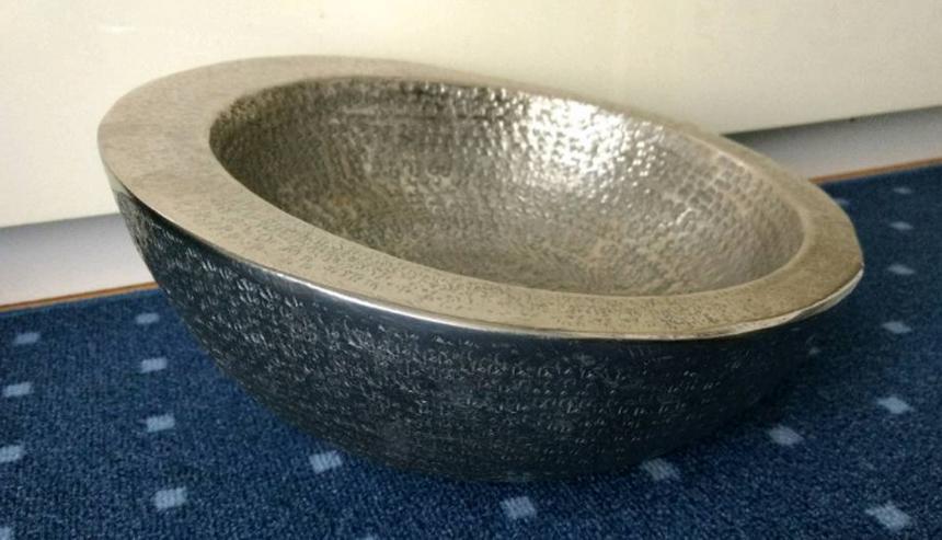 Bild 2: sehr schöne, handgearbeitete Metallschale (z. B. für Obst)
