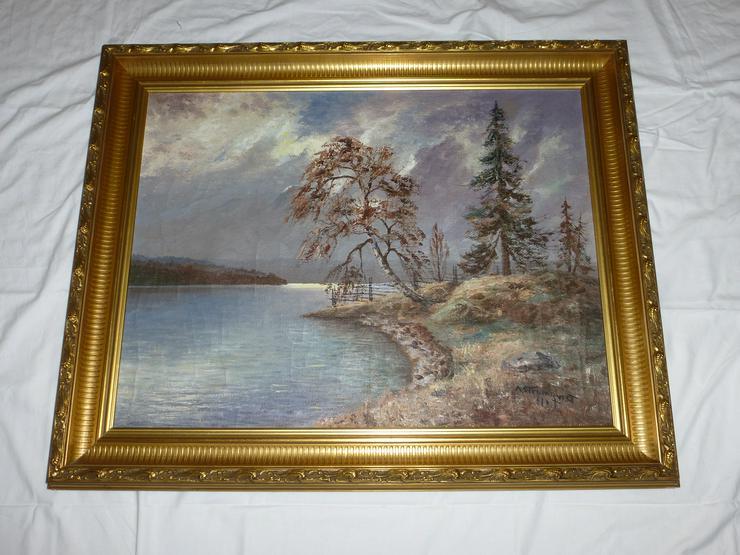 Gemälde Öl auf Leinwand See mit Landschaft, signiert A. Strömqvist