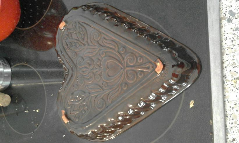 Bild 2: braune Herzbackform aus W.-Germany
