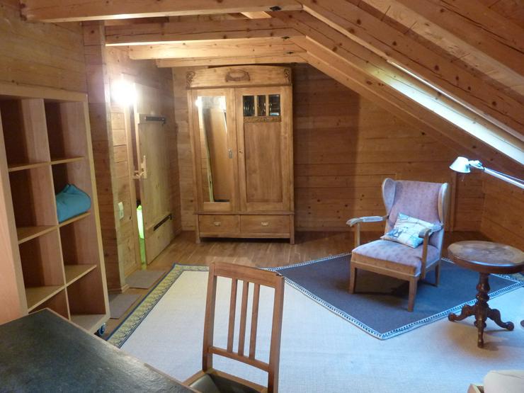 Bild 3: Möbliertes Zimmer in biologisch gebautem Holzhaus ab 1. November 2019 zu vermieten