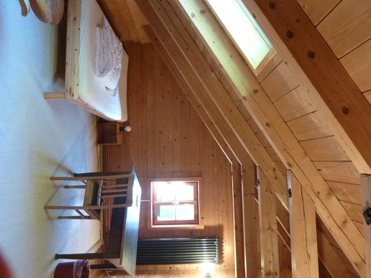 Bild 4: Möbliertes Zimmer in biologisch gebautem Holzhaus ab 1. November 2019 zu vermieten