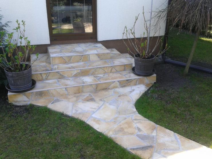Bild 5: Natursteine Polygonalplatten Terrasse Einfahrt Fassade
