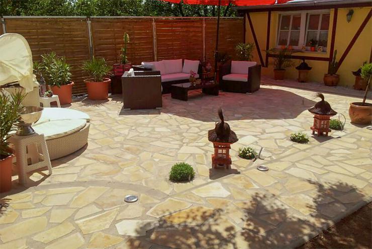 Bild 4: Natursteine Polygonalplatten Terrasse Einfahrt Fassade