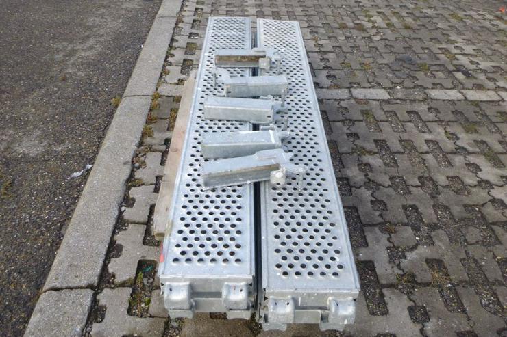 Bild 2: 4 St. Layher Stahlbeläge Stahlböden 1,57m + Steckkonsolen 0,22m für Gerüst