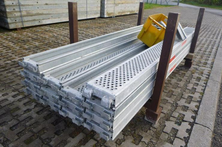 Bild 2: 10 St. Layher Stahlbeläge Stahlböden 2,57m + Steckkonsolen 0,22m