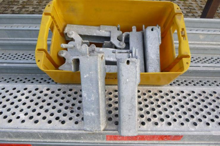 Bild 5: 10 St. Layher Stahlbeläge Stahlböden 2,57m + Steckkonsolen 0,22m