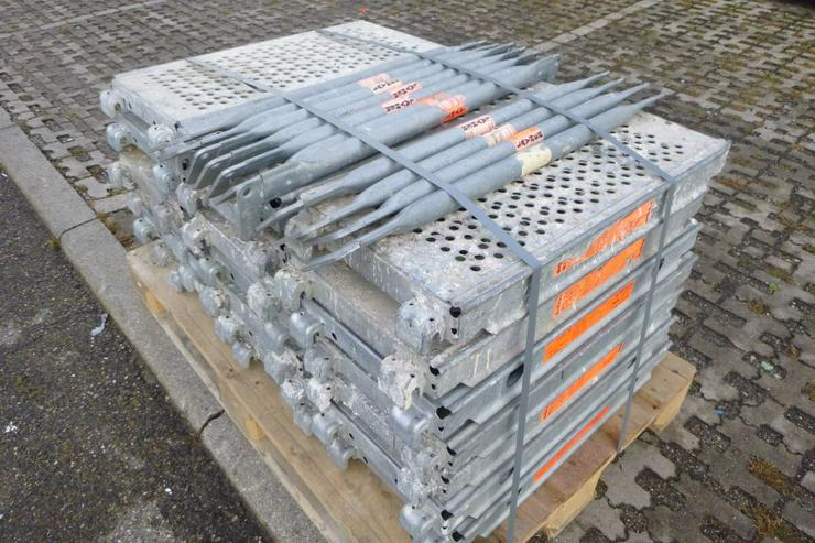 Bild 5: 21 St. Layher Stahlbeläge Stahlböden 0,73m + 11 St.Geländer 0,73m für Gerüst