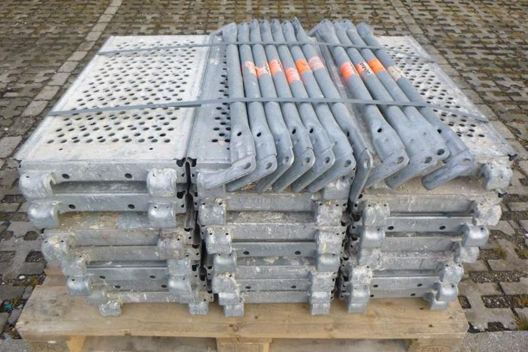 21 St. Layher Stahlbeläge Stahlböden 0,73m + 11 St.Geländer 0,73m für Gerüst - Weitere - Bild 1
