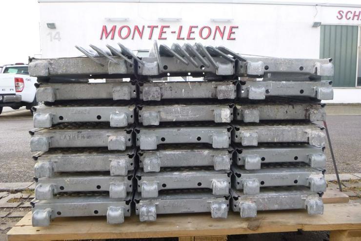 Bild 4: 21 St. Layher Stahlbeläge Stahlböden 0,73m + 11 St.Geländer 0,73m für Gerüst