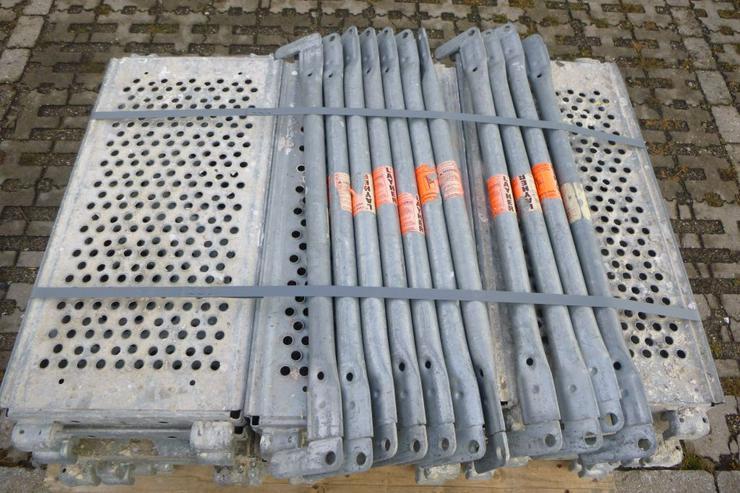 Bild 6: 21 St. Layher Stahlbeläge Stahlböden 0,73m + 11 St.Geländer 0,73m für Gerüst
