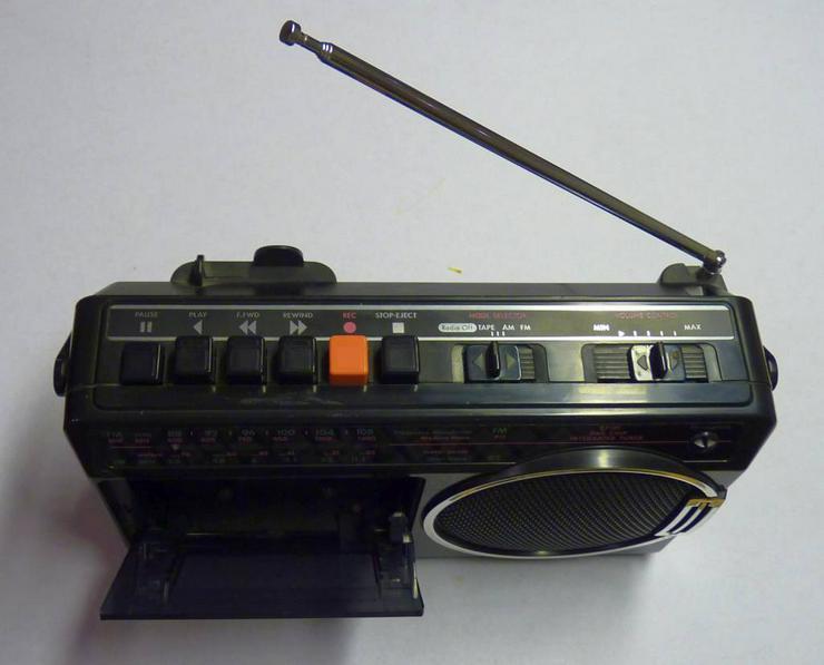 Bild 4: Philipps Kofferradio mit Kassettenrecorder, Netz oder Batterie