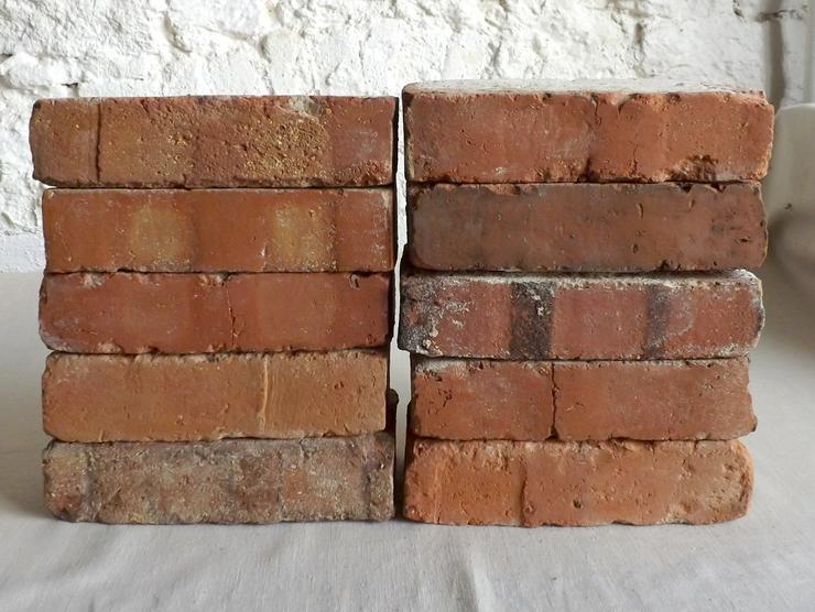 original alte Backsteine used Ziegelsteine als TV Rack Konsole Regal Möbel Gartengarnituren Bücherwand Weinregal