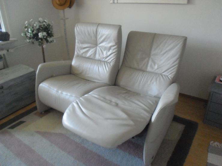 Bild 3: 2-sitziges Relax-Funktionssofa aus Longlifeleder hellgrau, Marke Himolla