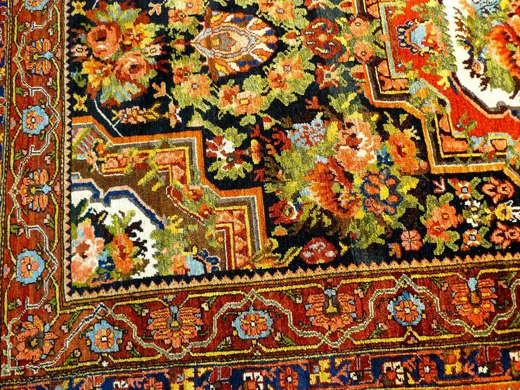 Bild 3: Orientteppich  Senneh 18/19 Jh. (T075)