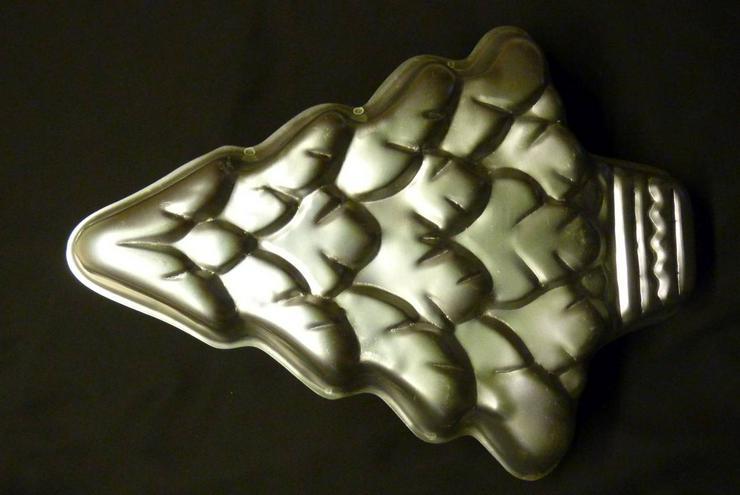 Weihnachtsbaum-Kuchenform aus Weissblech