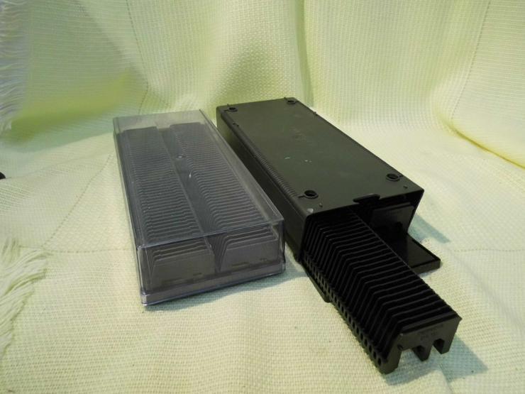 2 Aufbewahrungsboxen für je 2 Diamagazine a 50 Dias / Universalgröße bis 4 mm