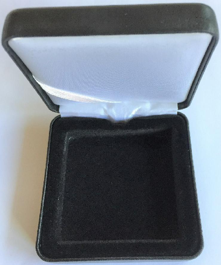 Bild 2: Etui mit Münz kapsel Große nach Wahl