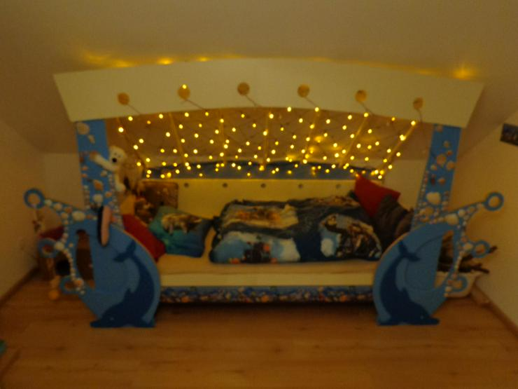 Bild 2: Kinderbett mit Delfinen, maritim, mit Lichternetz