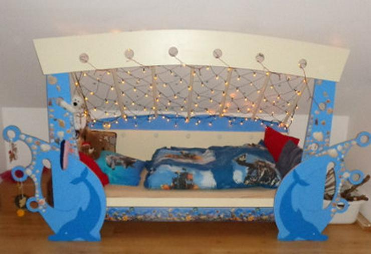 Bild 6: Kinderbett mit Delfinen, maritim, mit Lichternetz