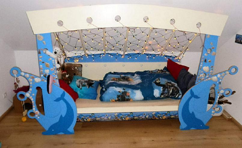 Kinderbett mit Delfinen, maritim, mit Lichternetz