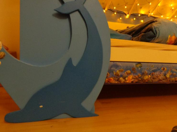 Bild 4: Kinderbett mit Delfinen, maritim, mit Lichternetz