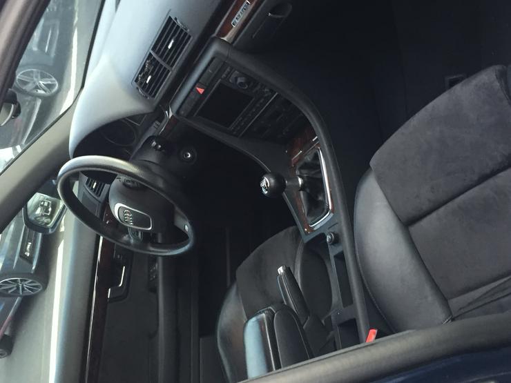 Bild 5: Audi A4 Variant 3,0 TDI vermutlich Motorschaden