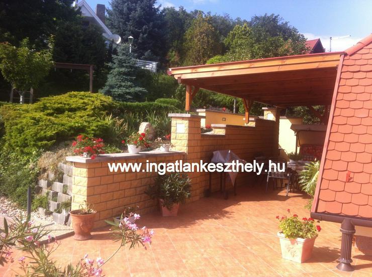 Bild 4: Einfamilienhaus mit kompletter Einrichtung zuverkaufen am Balaton In West Ungarn. Nordufer des Balatons mit exklusivem Seeblick in einer der schönsten Ortschaften, in Balatongyörök.