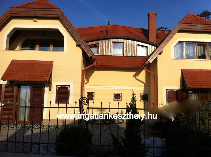 Bild 2: Einfamilienhaus mit kompletter Einrichtung zuverkaufen am Balaton In West Ungarn. Nordufer des Balatons mit exklusivem Seeblick in einer der schönsten Ortschaften, in Balatongyörök.