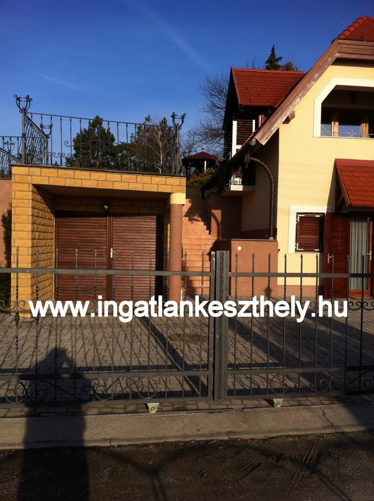 Bild 3: Einfamilienhaus mit kompletter Einrichtung zuverkaufen am Balaton In West Ungarn. Nordufer des Balatons mit exklusivem Seeblick in einer der schönsten Ortschaften, in Balatongyörök.