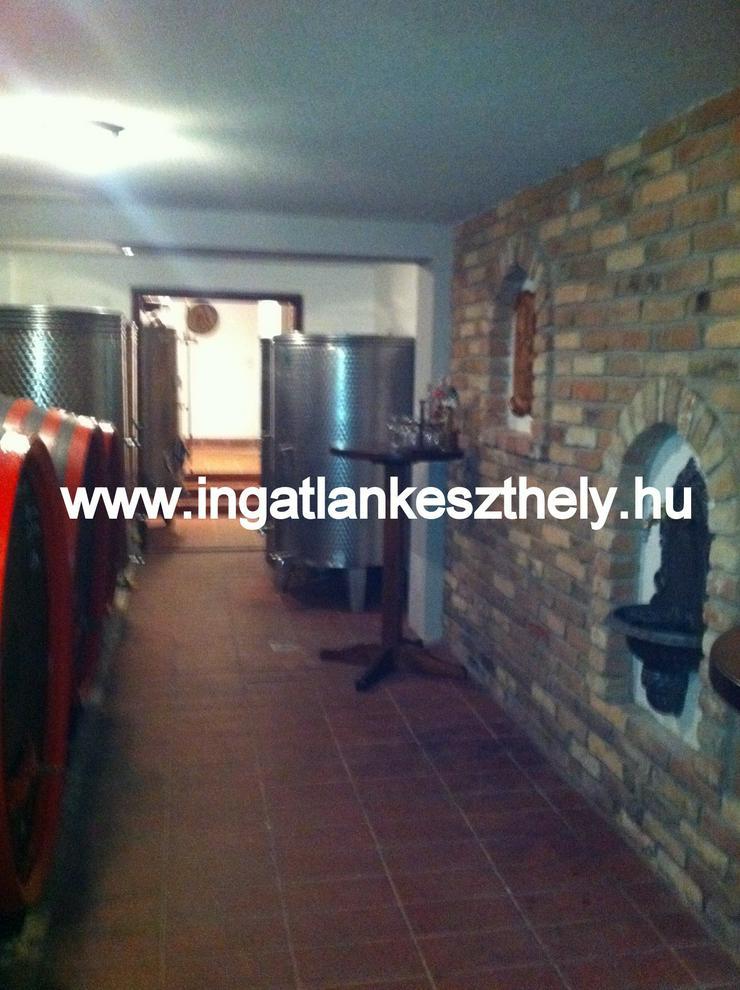 Bild 6: Einfamilienhaus mit kompletter Einrichtung zuverkaufen am Balaton In West Ungarn. Nordufer des Balatons mit exklusivem Seeblick in einer der schönsten Ortschaften, in Balatongyörök.
