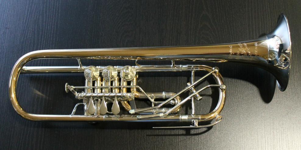 Profiklasse Konzert - Trompete A. Wolfram Markneukirchen, Goldmessing mit 2 Überblasklappen - Blasinstrumente - Bild 1