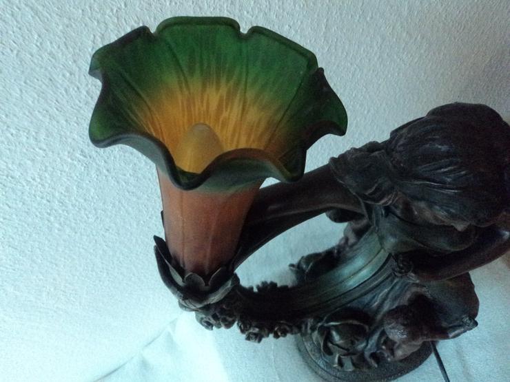 Bild 9: Frauenfigur Tischlampe aus Metall. Jugendstil