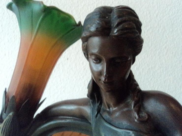 Bild 2: Frauenfigur Tischlampe aus Metall. Jugendstil